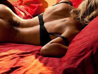 Парень девушку на животе лежа фото, самые красивые секретарши секс фото