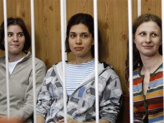 Три девушки из групы pussy riot занимаются сексом