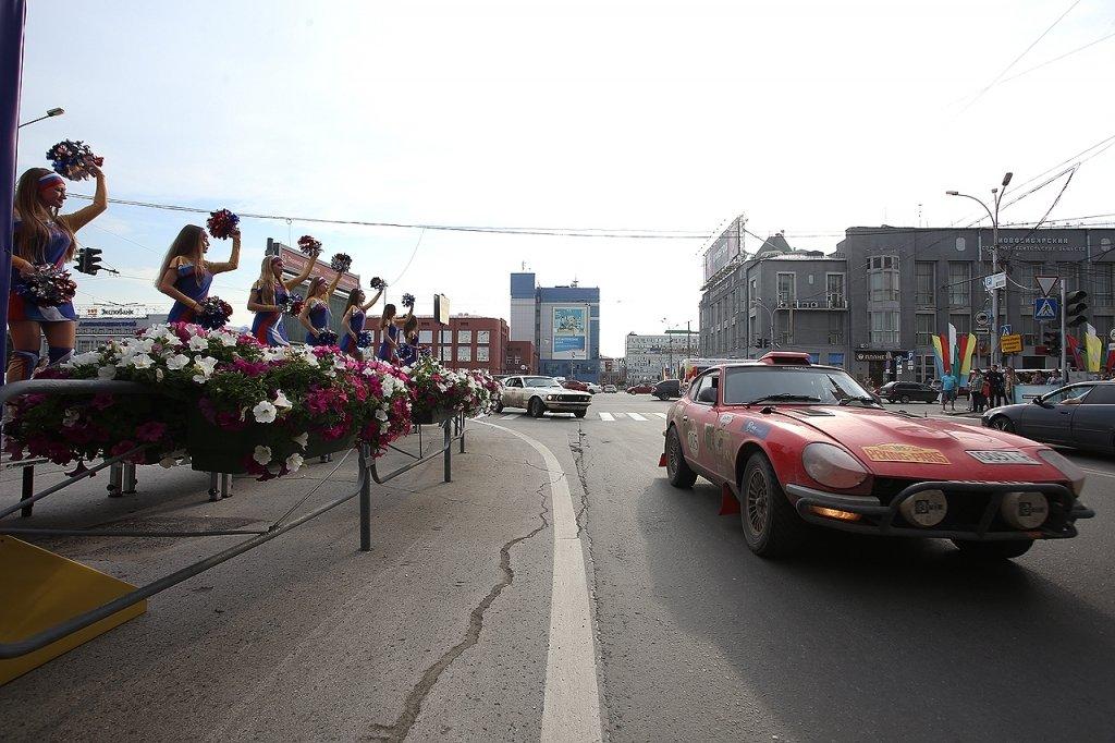 ИзПекина поСибири вПариж: Новосибирск встречает участников ретро-ралли