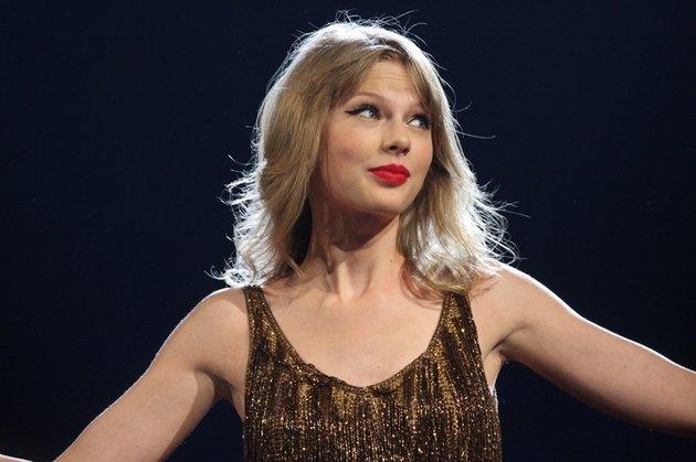 Самыми высокооплачиваемыми эстрадными певицами следующего года стали Тейлор Свифт, Адель иМадонна