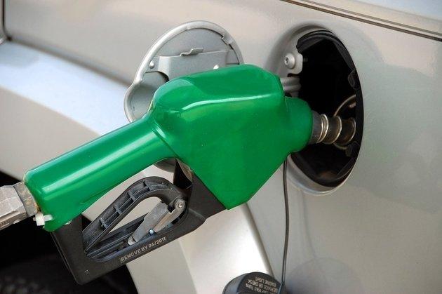 Госдума одобрила повышение акцизов на бензин и алкоголь