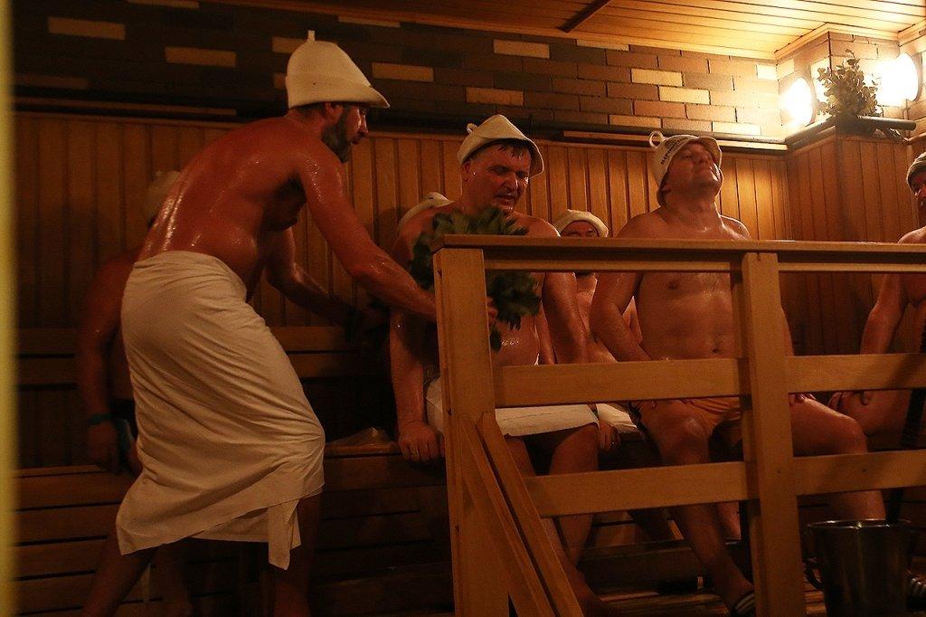 foto-i-video-iz-muzhskogo-otdeleniya-bani-porno-ochen-mnogo-spermi-vitekaet-spizdil
