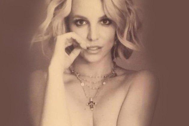 Бритни Спирс сфотографировалась, надев изодежды только украшения