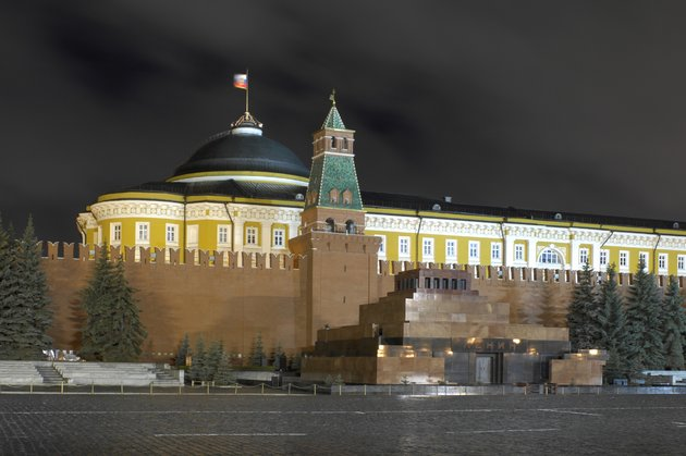В государственной думе попросили захоронить Ленина идемонтировать мавзолей