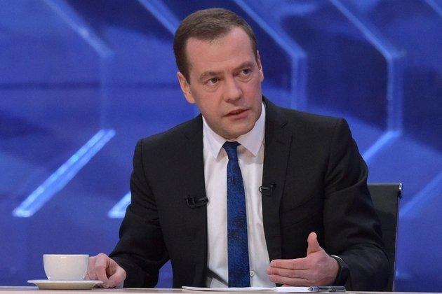 Медведев занимается сексом