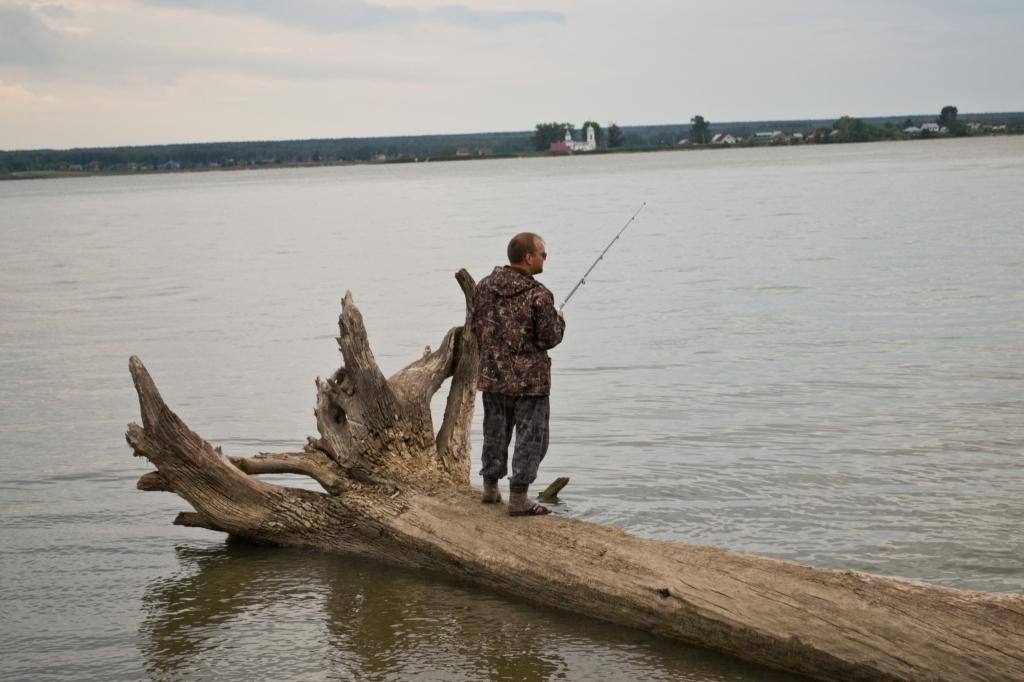 рыбаки нашли на берегу