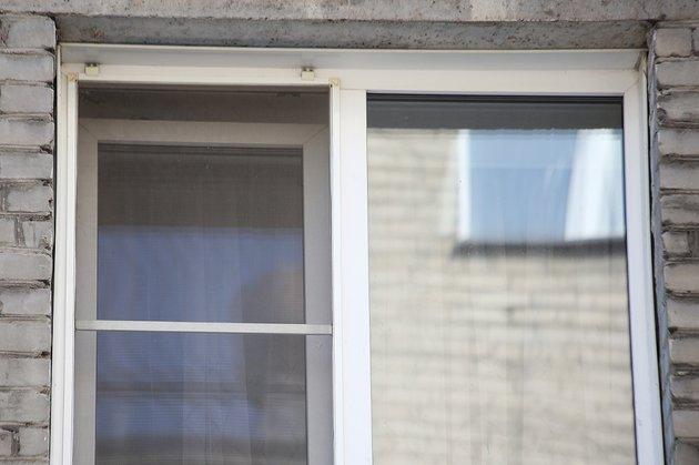 Девочка получила травму, выпав из окна в детском лагере в новосибирском Бердске, СКР проводит проверку