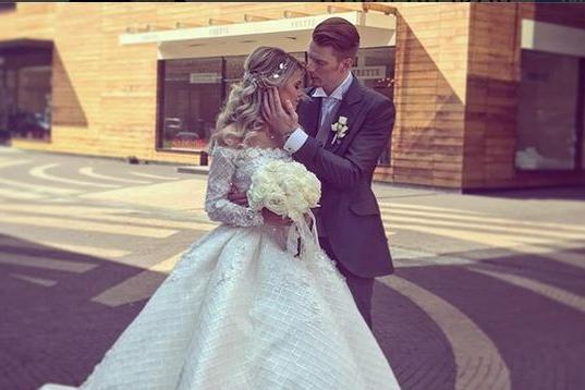Внук Пугачевой женился на соседке по даче