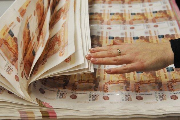 В РФ появились новые банкноты номиналом 200 и2000 руб.