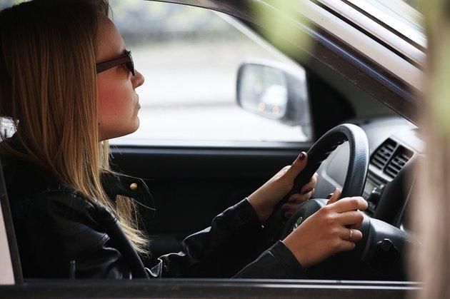 Как ублажить любовника в машине