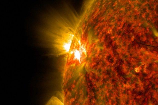 Картинки по запросу На Солнце появился гигантский протуберанец