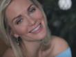 Кандидат в президенты Катя Гордон спела песню «Володя, уходи»