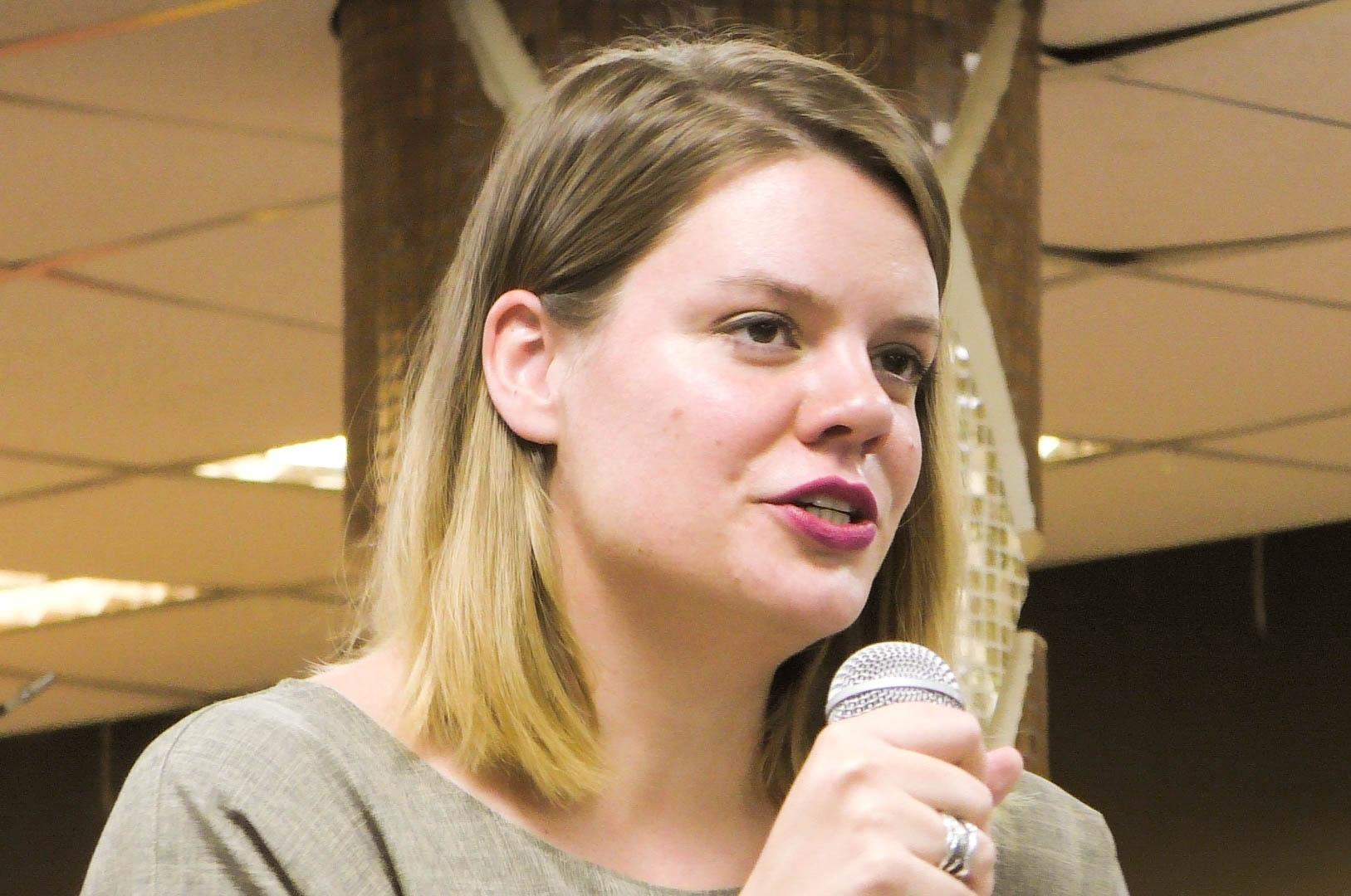 Поэтесса Вера Полозкова выступит в Новосибирске