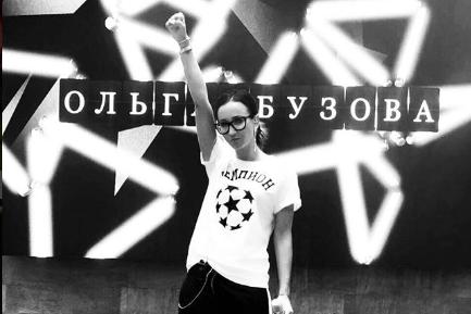 Фанатов Бузовой возмутили цены ее дизайнерских футболок