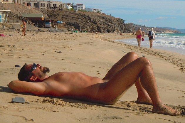 Сексуальная жизнь на нудистском пляже