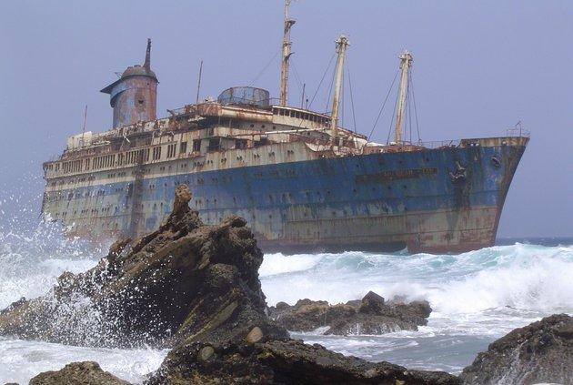 Корабль-призрак обнаружили на берегу Андаманского моря
