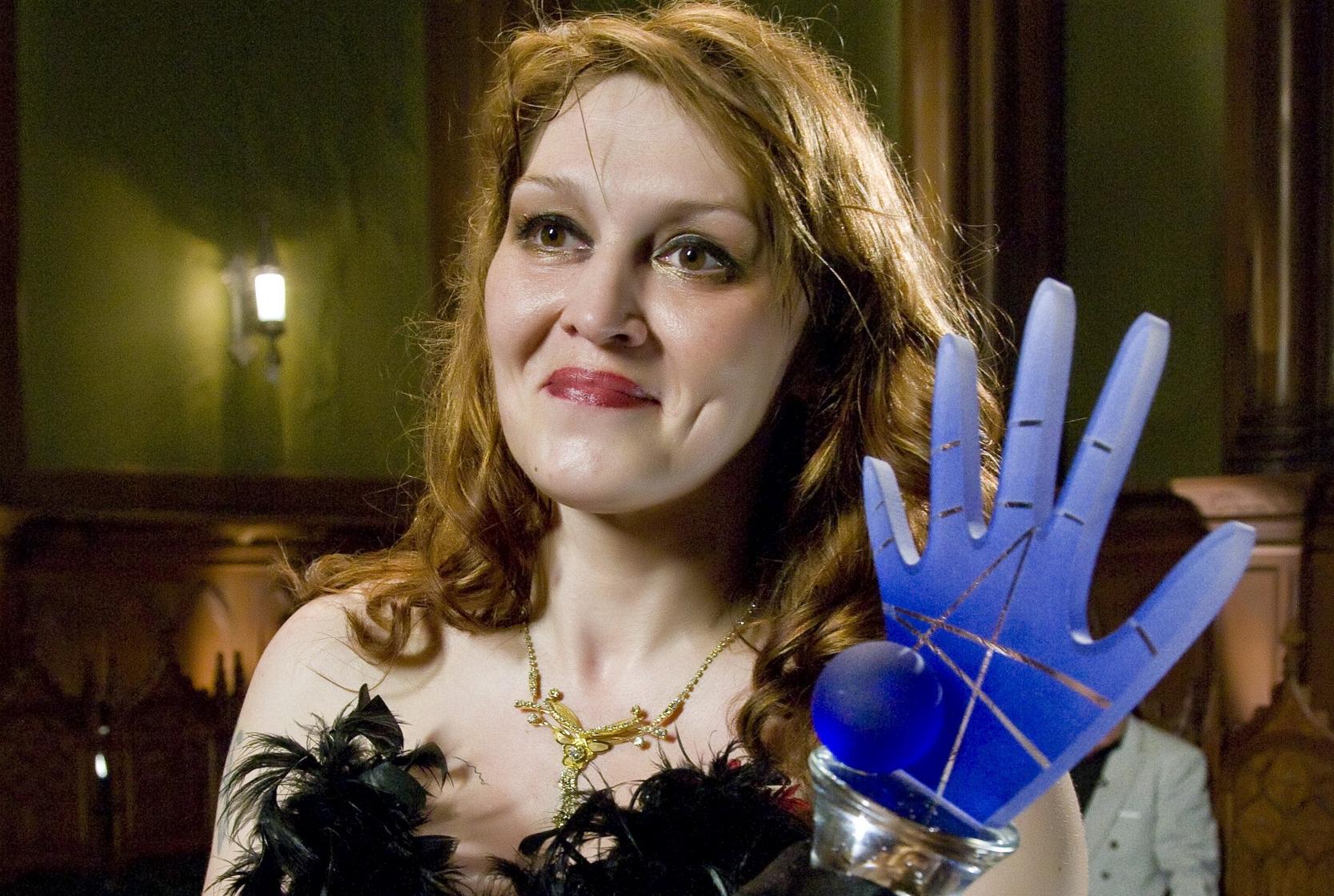 Победительница «Битвы экстрасенсов» выставила на продажу «Синюю руку»
