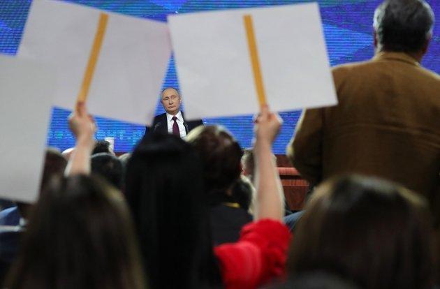 Более половины россиян заявили о склонности властей скрывать положение дел в стране