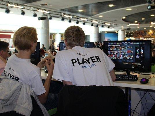Наука опровергла связь между компьютерными играми и ожирением