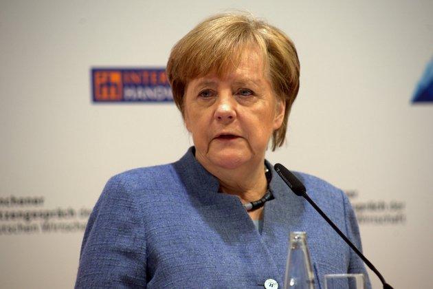 Дрожь канцлера: врач рассказал онеизлечимой болезни Меркель