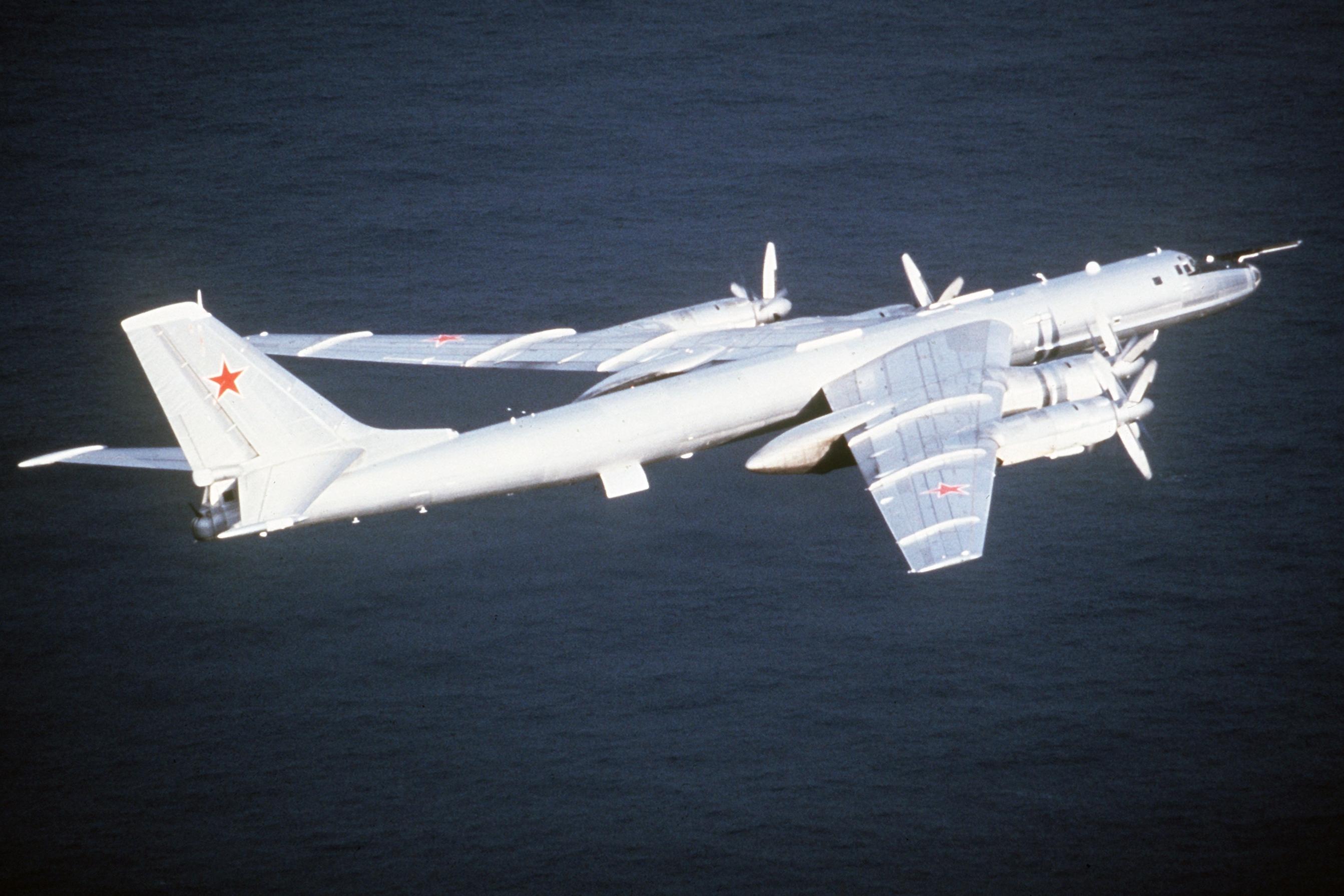 Четыре противолодочных самолета Ту-142 выполнили полет над Тихим океаном