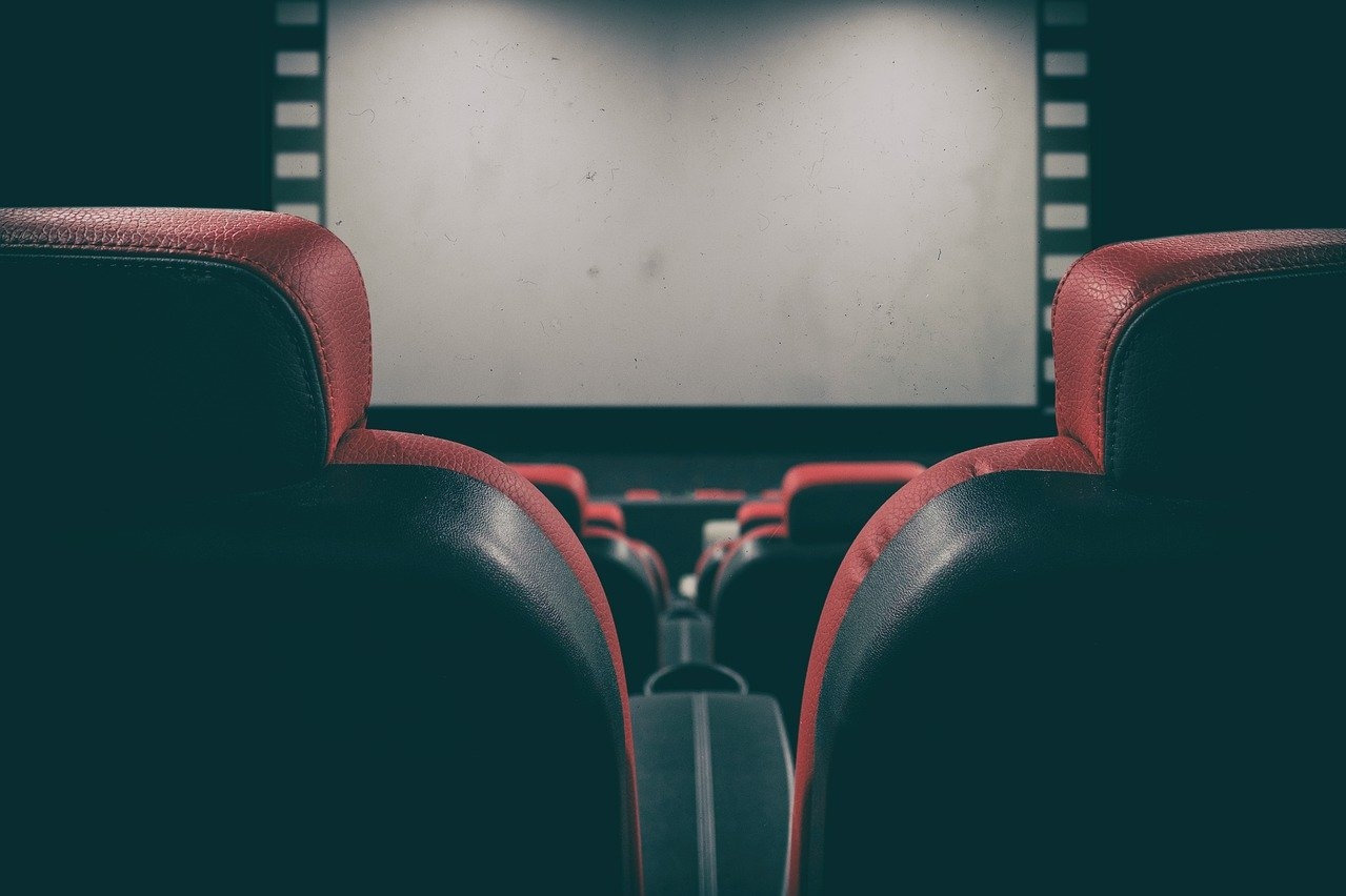 Названа примерная дата начала открытия кинотеатров в России
