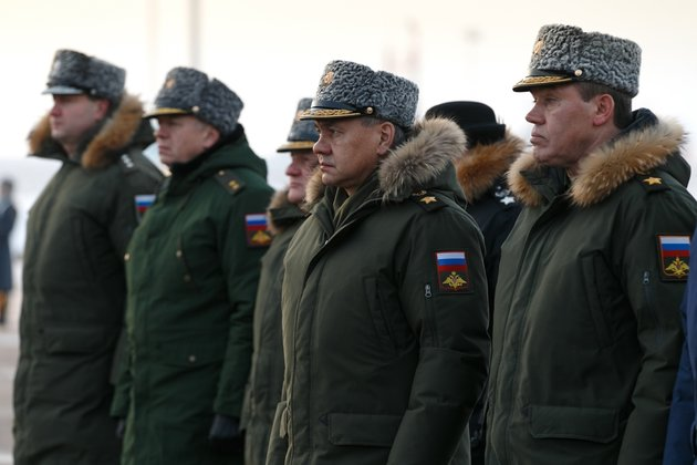 Путин лишил генералов каракулевых шапок