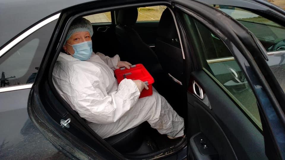 Автомобилисты Иркутска развозят врачей по вызовам