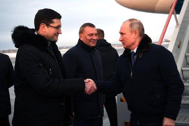 Песков объяснил, почему Путин был безмаски намероприятии