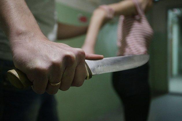 Парень в Новосибирске 35раз ударил девушку ножом