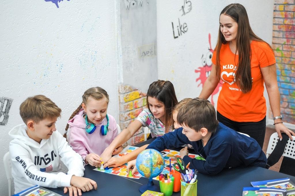 Дети учат английский язык в школе Helen Doron English