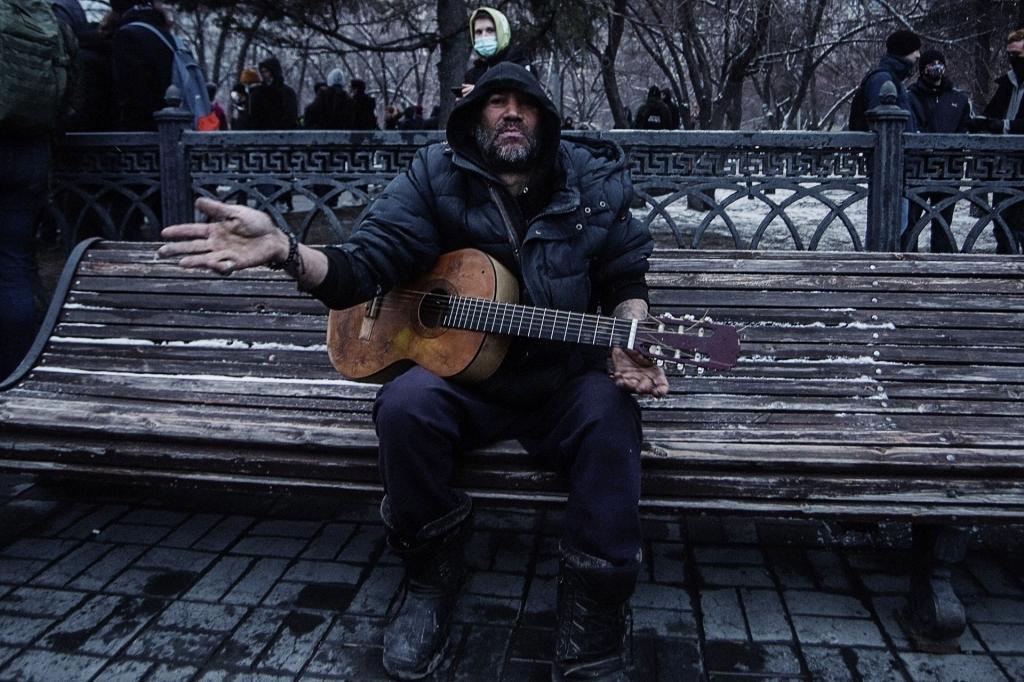 Музыкант на митинге за Навального