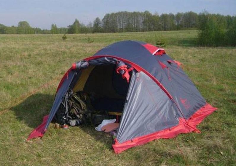 Горная туристическая палатка
