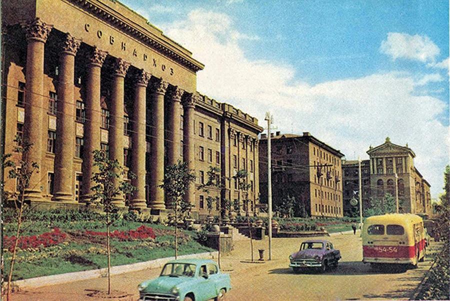 Здание на Красном проспекте, 82 в 60-е