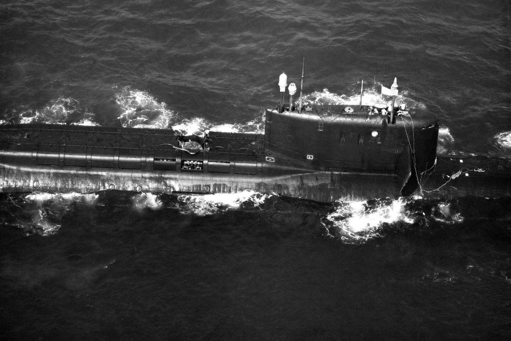 Советская атомная подводная лодка К-219 с разрушенной взрывом ракетной шахтой